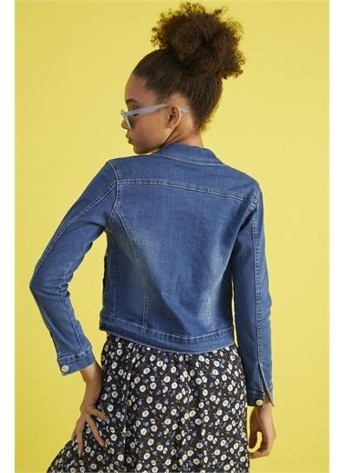 Z Giyim Kadın  Mavi  Slimfit Yıkamalı Yıpratmalı Mini Kot Ceket Mavi